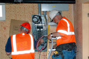 800px-Camas_Quarters_2_electrical_refit_(Recovery_Act)